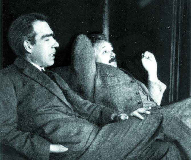 Нильс Бор и А. Эйнштейн
